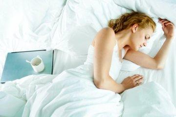 眠れない夜に、快眠効果をもたらすアロマ術と呼吸法の画像